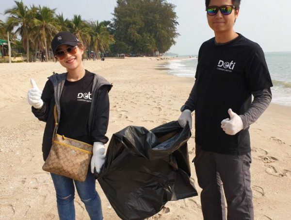 DETI นำทีมเก็บขยะชายหาดปลูกจิตสำนึกเพื่อสิ่งแวดล้อม